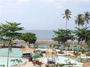 Hawaii Resort Family Suites Anyer - Tampak Luar