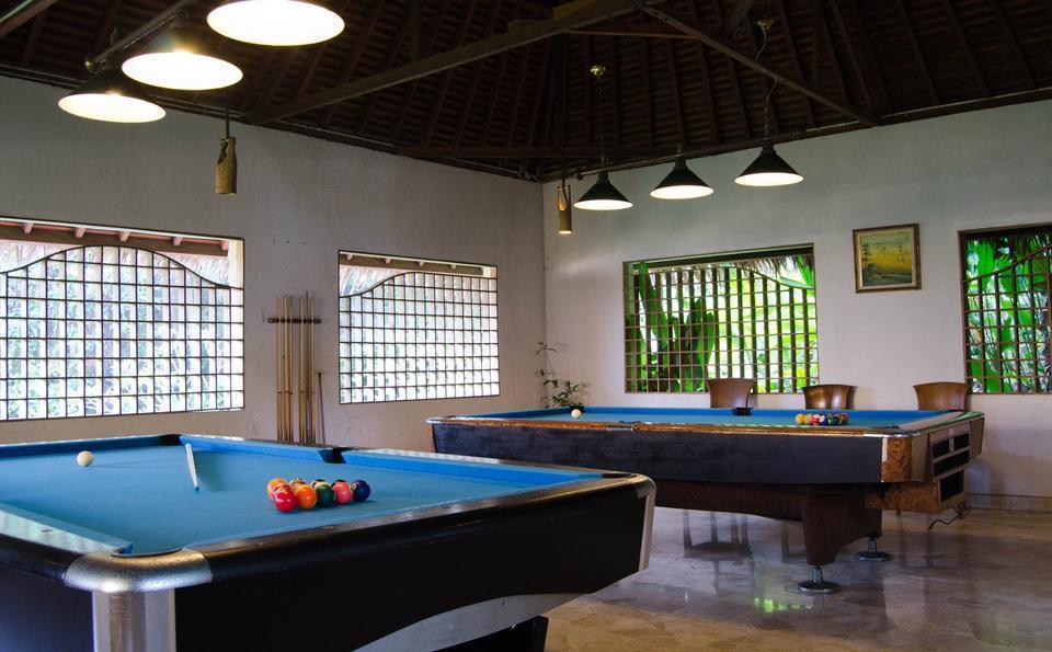 Hawaii Resort Family Suites Anyer - Billiard