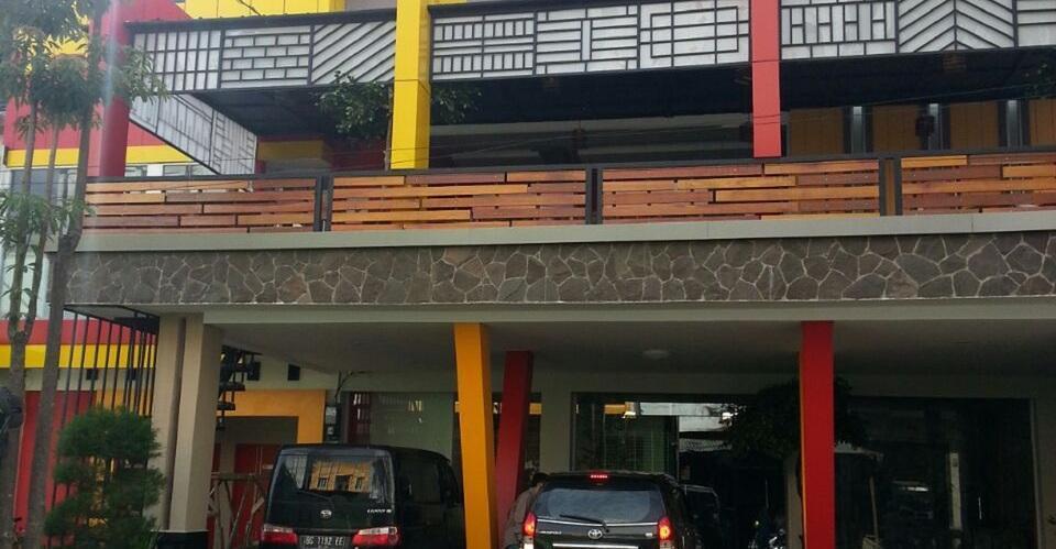 JAV Front One Hotel Lahat Lahat - fasad depan
