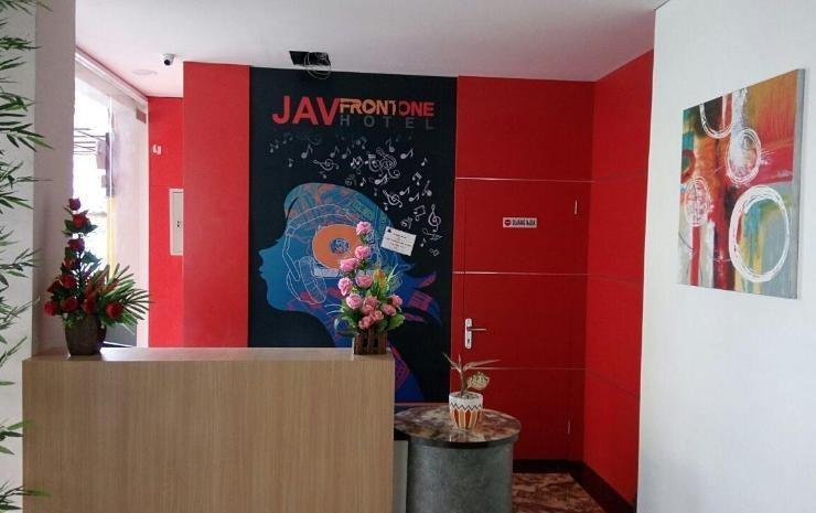 JAV Front One Hotel Lahat Lahat - Receptionist