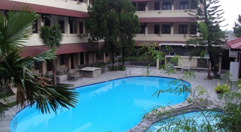 Cakra Kembang Hotel Yogyakarta - Kolam Renang
