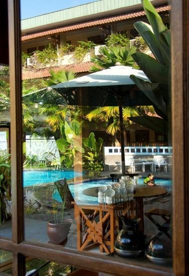 Cakra Kembang Hotel Yogyakarta - Restaurant