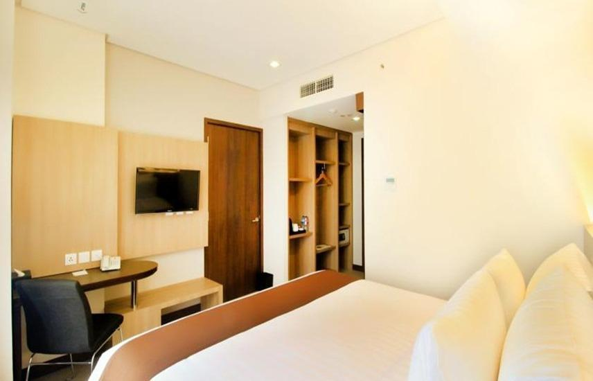 Hotel Dafam Teraskita Jakarta - Deluxe Room With Breakfast Regular Plan