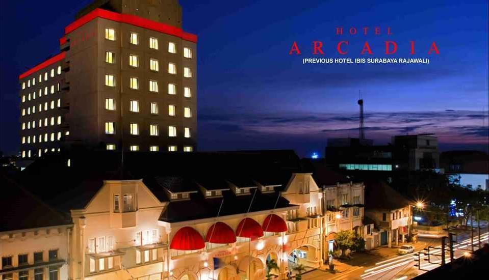 Hotel Arcadia Surabaya - gedung hotel dari depan