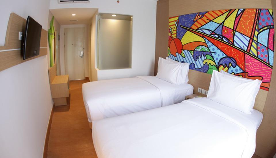 MaxOneHotels at Resort Delia Makassar - Max Happiness Twin Room Only  Regular Plan