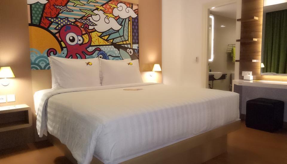 MaxOneHotels at Resort Delia Makassar - Max Love terdiri dari 3 kamar dengan ruang keluarga dan juga dapur