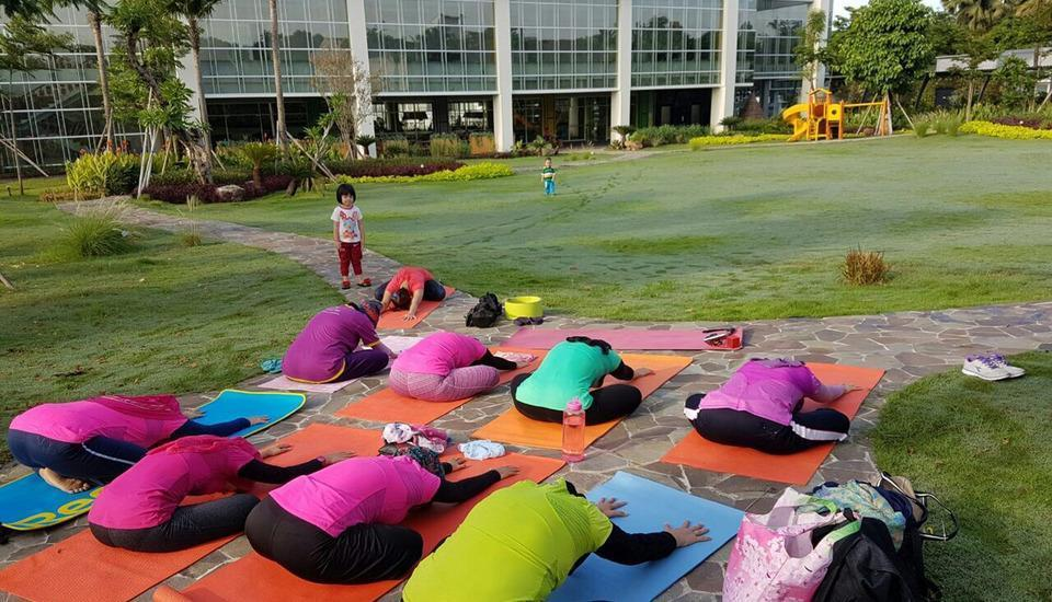 MaxOneHotels at Resort Delia Makassar - Yoga