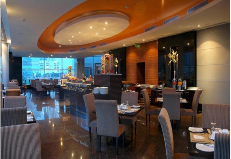 Manhattan Hotel Jakarta - Restaurant