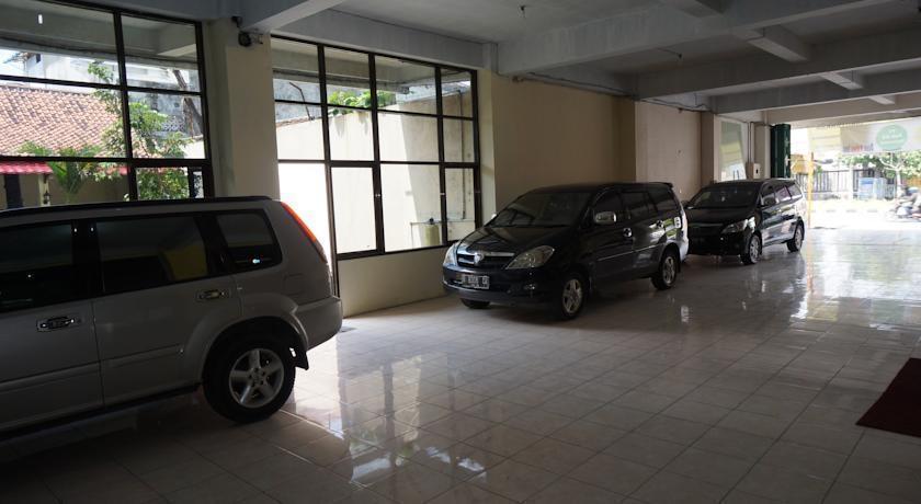 Hotel Griya Surya Solo - Area Parkir