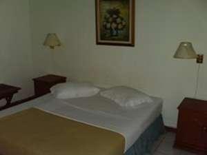 Tan Dirih Hotel Maninjau Padang - Kamar Tidur
