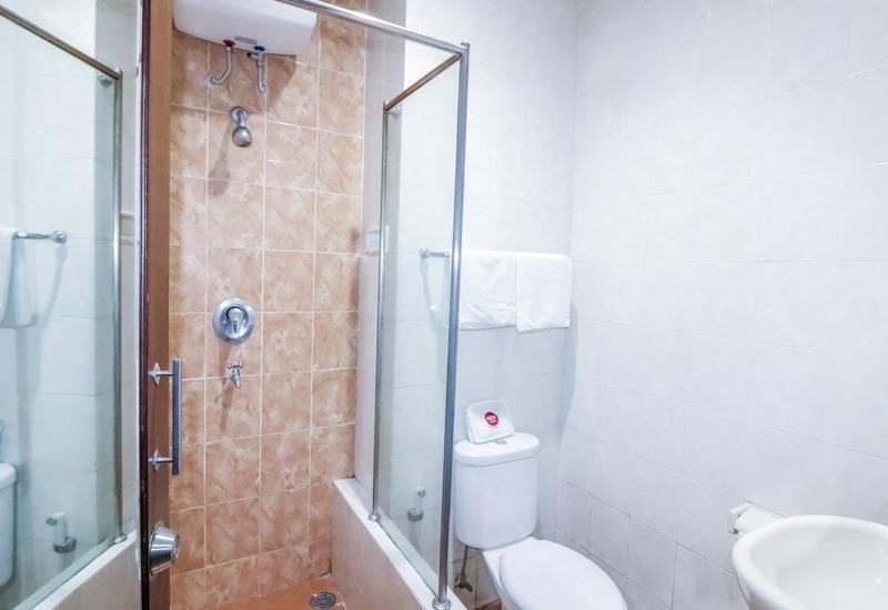 NIDA Rooms Jalan Colombo Tugu Station Yogyakarta - Kamar mandi