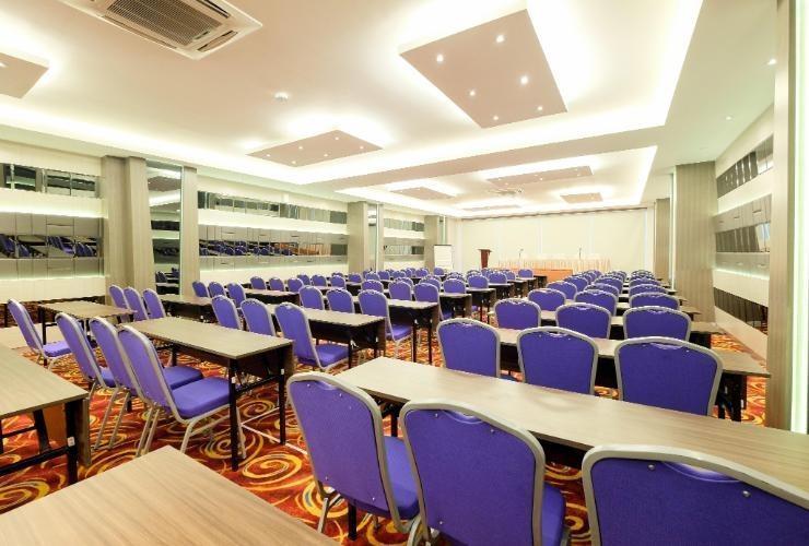 LA'RIZ Wthree Lagaligo Makassar - Meeting Room