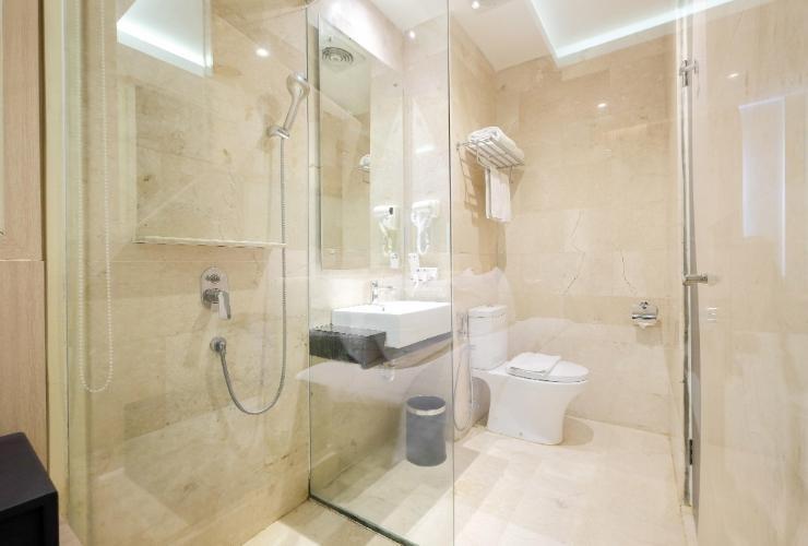 LA'RIZ Wthree Lagaligo Makassar - Bathroom