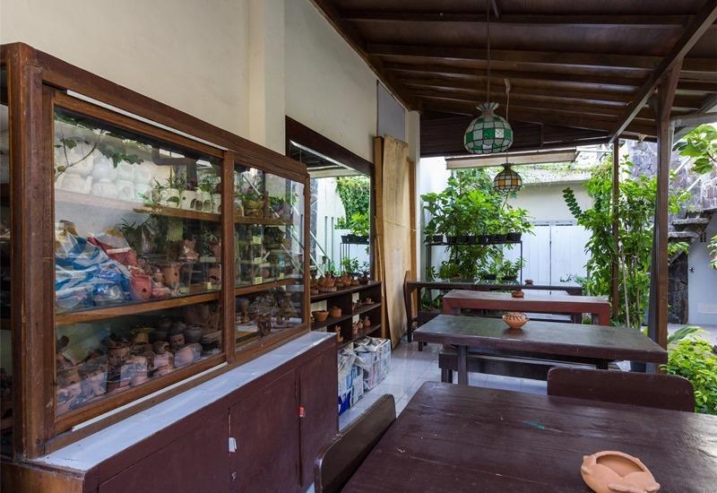 RedDoorz @Tuban Kuta Bali - Meja Makan