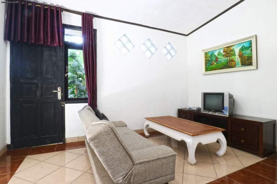 Aries Biru Hotel Bogor - Bungalows 3 Bedrooms Basic Deal 40%