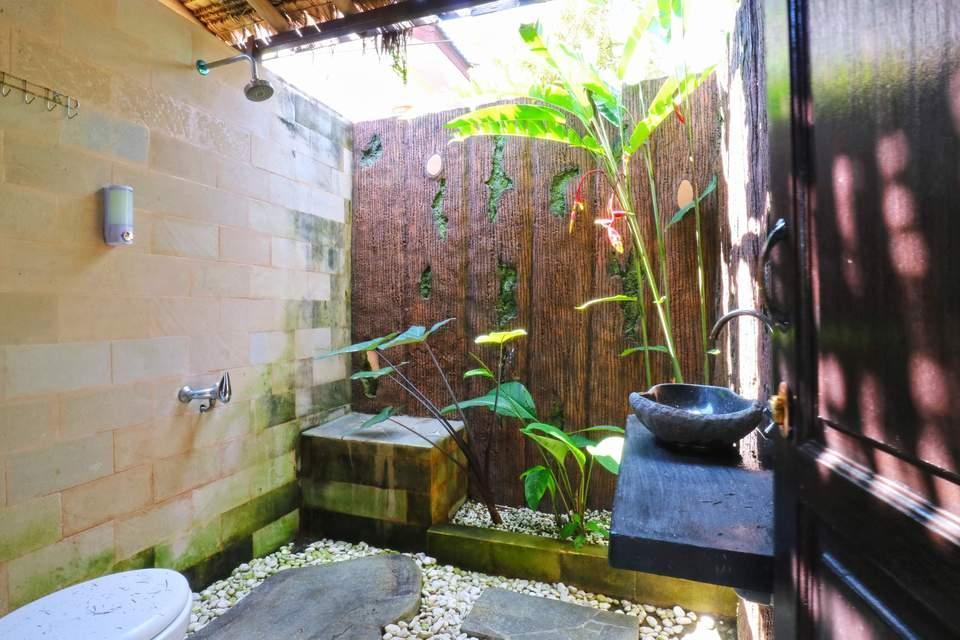 Aries Biru Hotel Bogor - Saung Room Only Basic Deal 40%