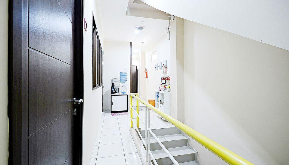 ZenRooms Cideng Barat - Interior Hotel
