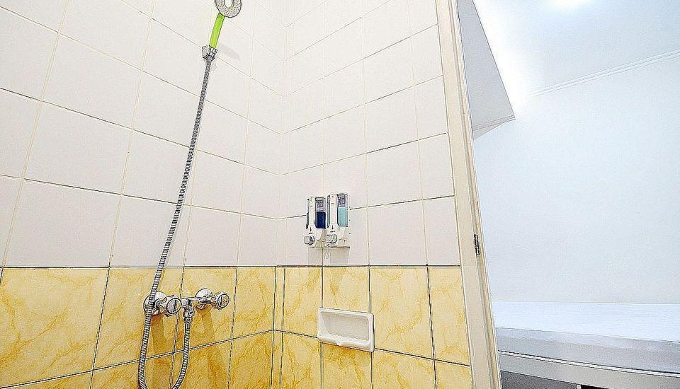 ZenRooms Cideng Barat - Kamar mandi