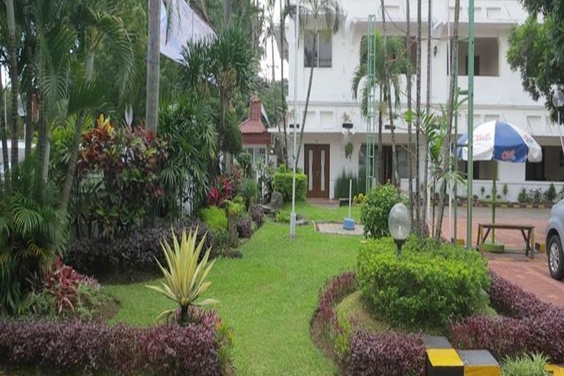 Hotel Pelangi Malang - Taman
