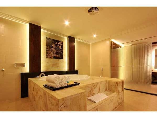 Pelangi Bali Hotel & Spa Bali - Suite Bathroom