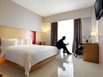 Hotel Santika Medan Medan - Deluxe Room King Regular Plan