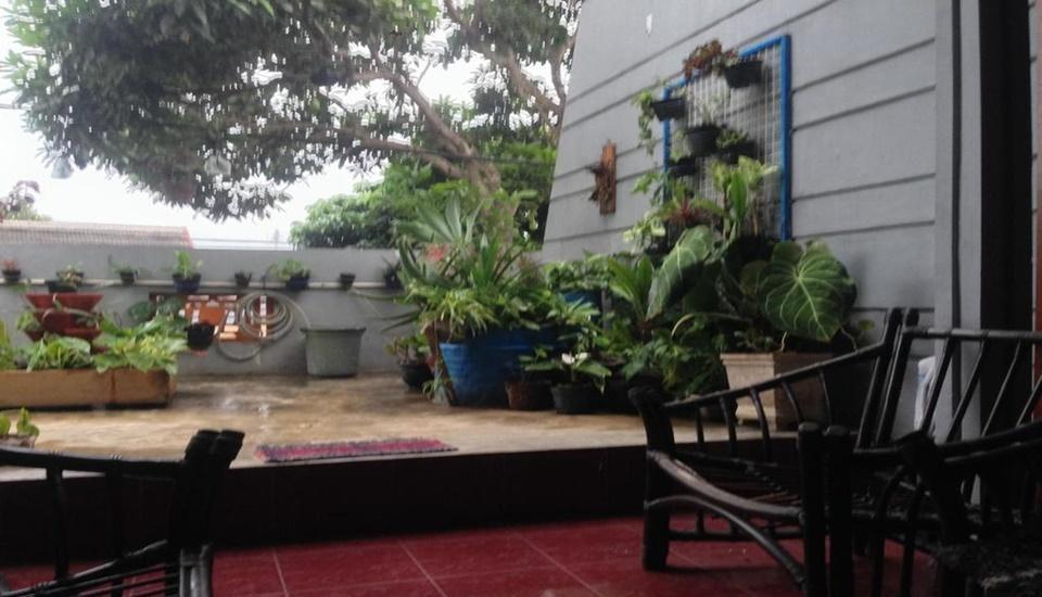 Relic Room Guest House Malang - kebun
