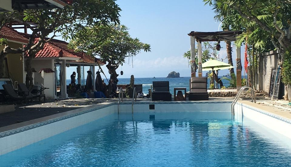 At The Beach Candidasa Bali - kolam renang