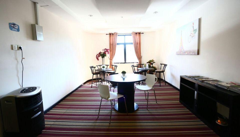 Mangga Dua Hotel Makassar Makassar - Mini Lounge