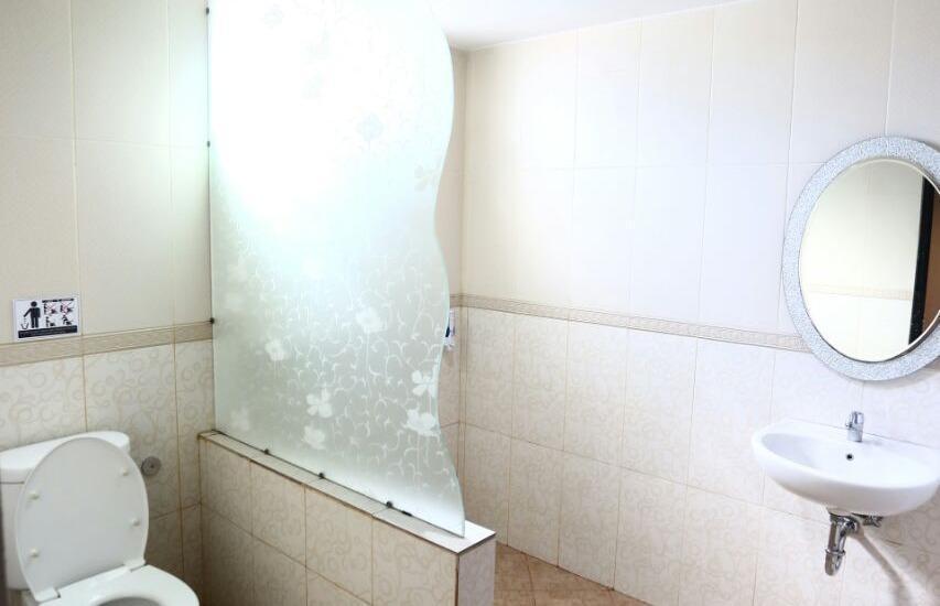 Mangga Dua Hotel Makassar Makassar - Bathroom