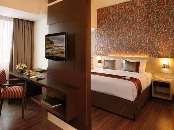 Solo Paragon Hotel Solo - Deluxe - Room Only Regular Plan