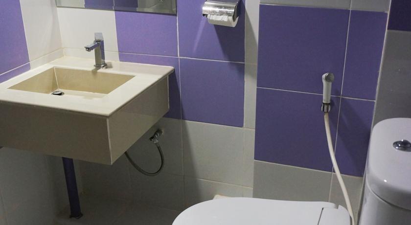 Hotel Surya Jambi Jambi - Bathroom