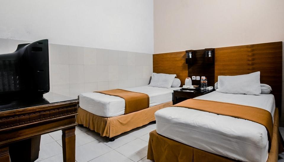 Hotel Djagalan Raya Surabaya - Deluxe Room with Breakfast Last minute deal - 48.0% off!