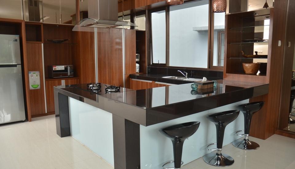 Cempaka 4 Villa Dago 6 Bedroom Bandung - Dapur