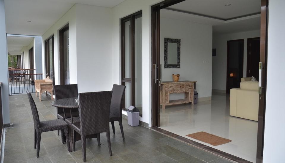 Cempaka 4 Villa Dago 6 Bedroom Bandung - Balkon