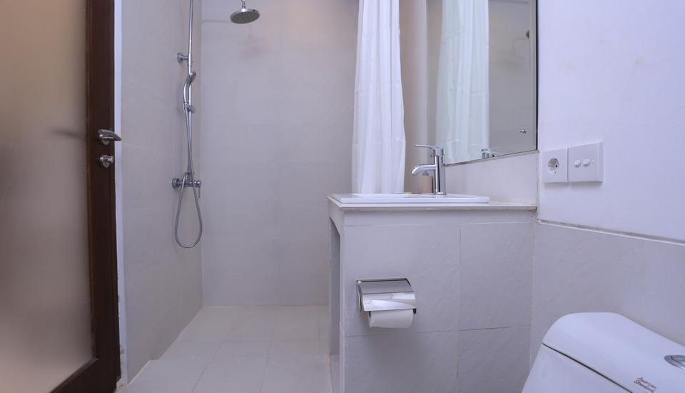RedDoorz @Petitenget Seminyak Bali - Kamar mandi