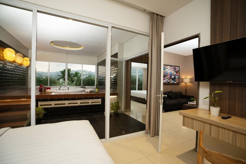 Clove Garden Hotel Bandung - Family Suite Bedroom 2