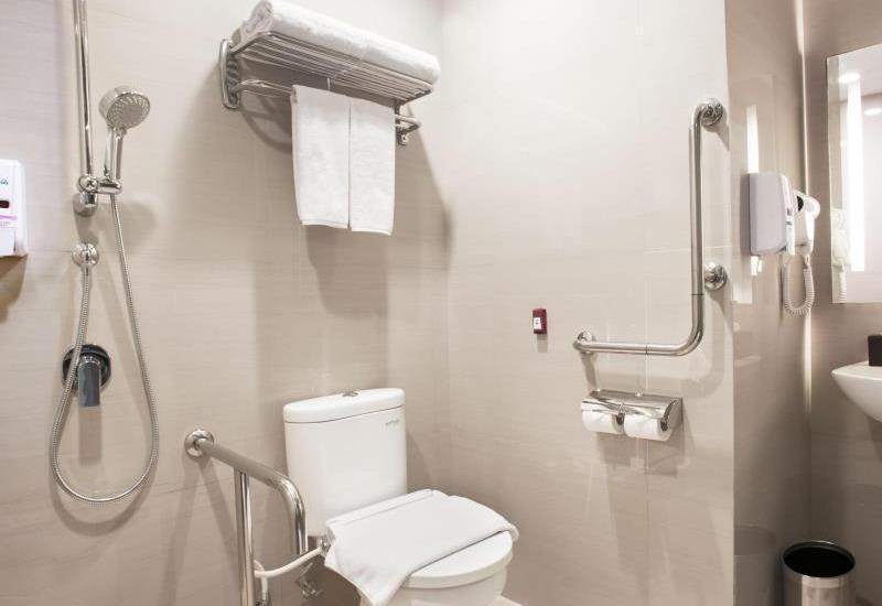 Holiday Inn Express Surabaya Central Plaza Surabaya - Toilet