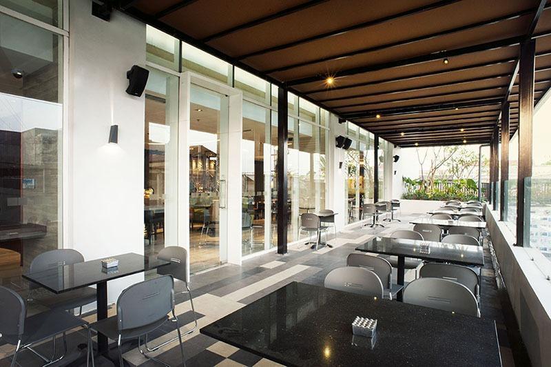 Holiday Inn Express Surabaya Central Plaza Surabaya - Ruang Merokok