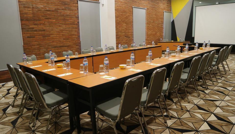 Yello Hotel Manggarai Jakarta - Think Big-u shape
