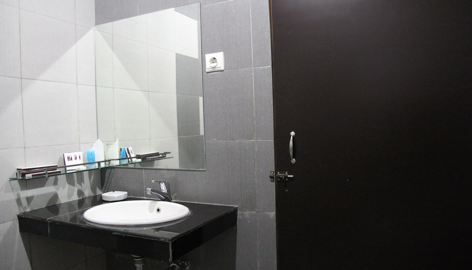 Sofyan Hotel Saka Medan - Kamar mandi