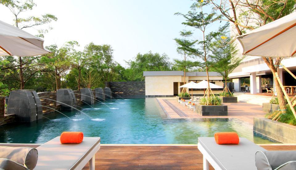Delonix Hotel Karawang - Kolam Renang 2