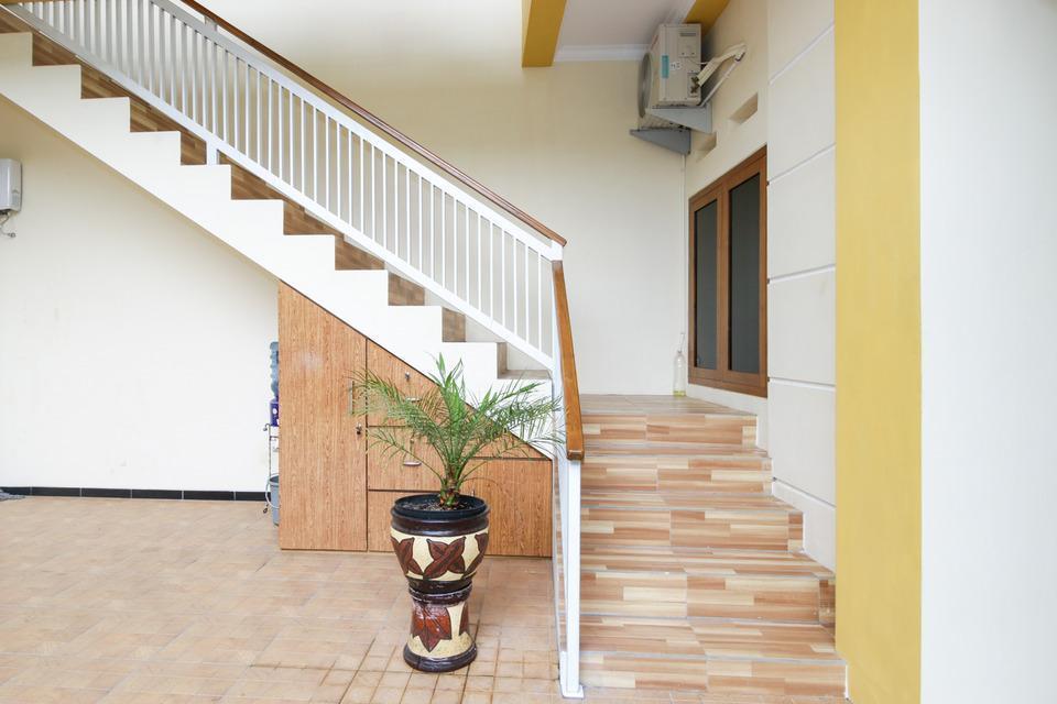 Airy Lowokwaru Kedawung Lima 25J Malang - Stairs
