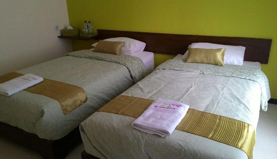 Tya Guest House Malang - Kamar Anyelir Regular Plan