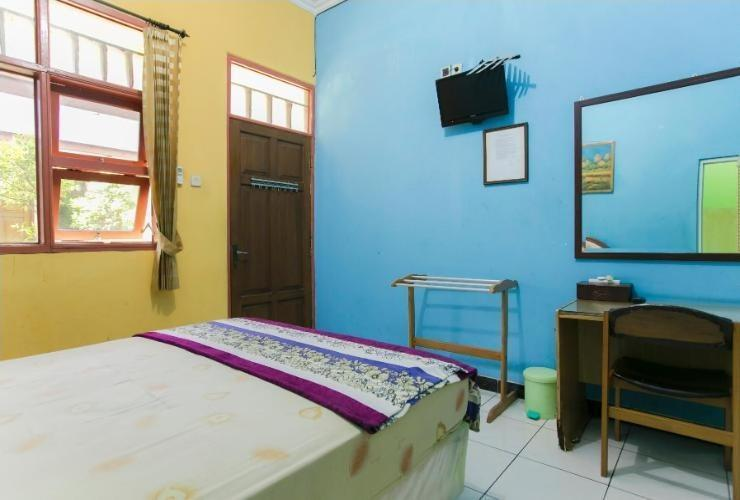 Riyadi Guest House Surabaya - Tulip Room Minimum Stay 2 night