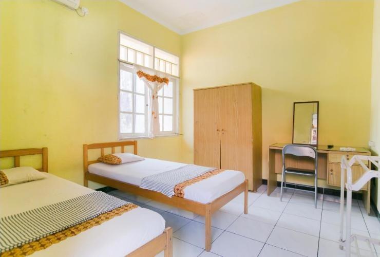 Riyadi Guest House Surabaya - Cempaka Room