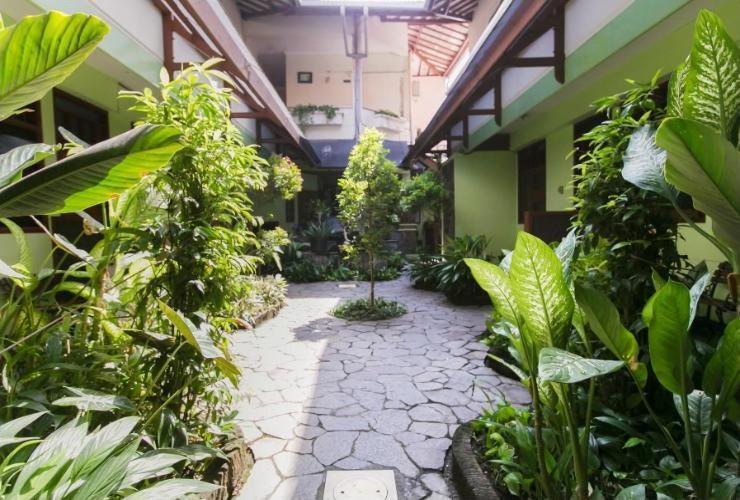 Riyadi Guest House Surabaya - Taman