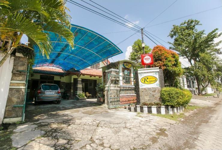 Riyadi Guest House Surabaya - Tampak Depan