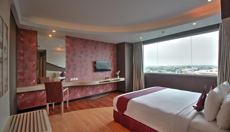 Aston Cirebon - Suite Room Regular Plan