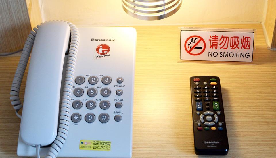 d'primahotel ITC Mangga Dua Jakarta - Phone