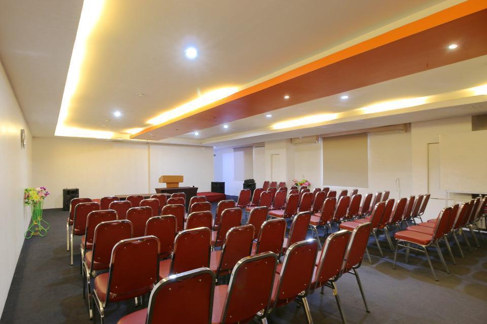 Airy Wonorejo Ruko Lancang Kuning Nangka Pekanbaru - Meeting Room